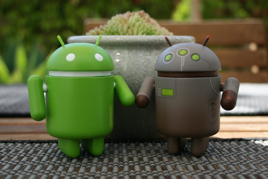 Android - background: Android Couple Computer